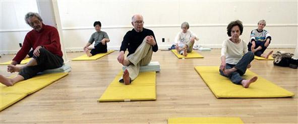 seniors_yoga_591